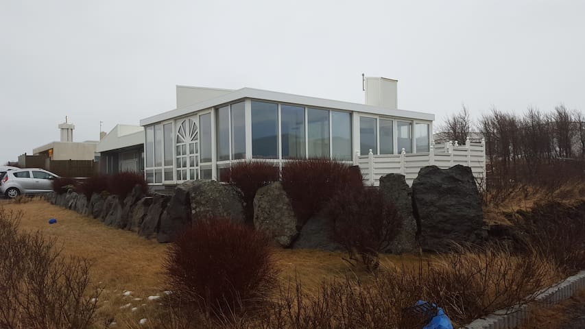 House close to the Blue lagoon with hot tub - Grindavik - Haus