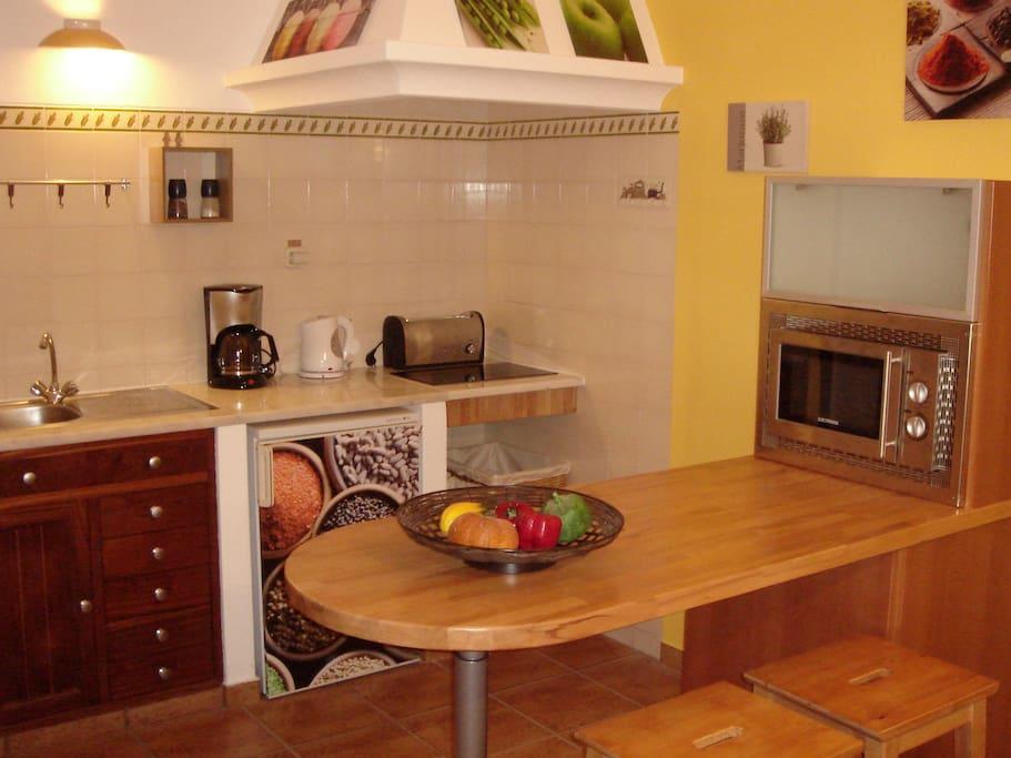 Cozinha e refeições / Kitchen and meal area
