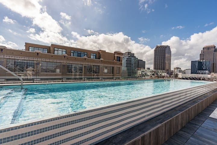 Sextant   The Brandywine   1 Bed #509   Heated Rooftop Pool   5 min drive to Bourbon St