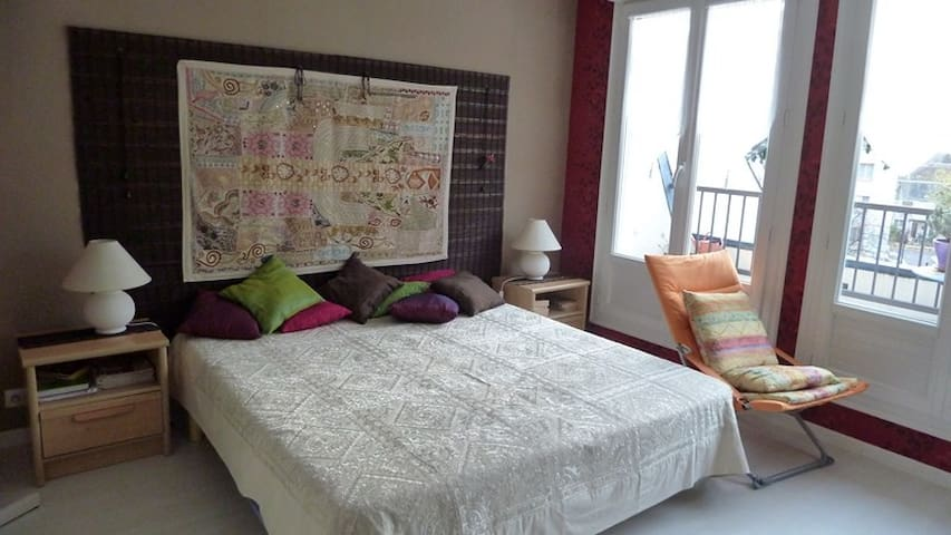 Isolated modern room in apartment - Romorantin-Lanthenay - Apartamento