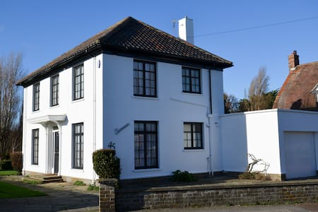 Period Family House by the beach - Walton on the Naze - Casa