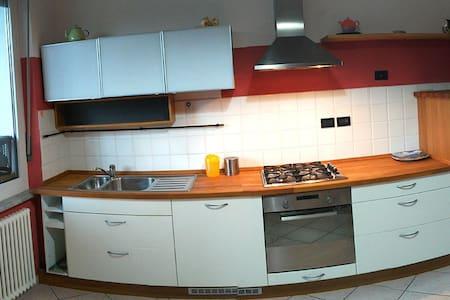 Casa tranquilla stazione a3min centro9min a piedi - Cuneo - Wohnung