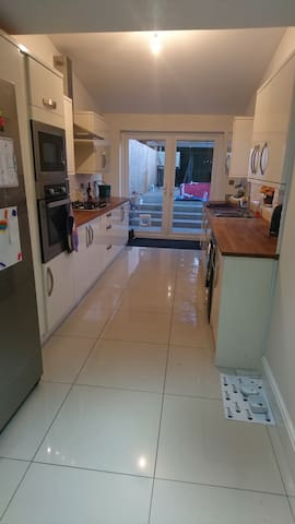 Double room in 2 bed house in Newport