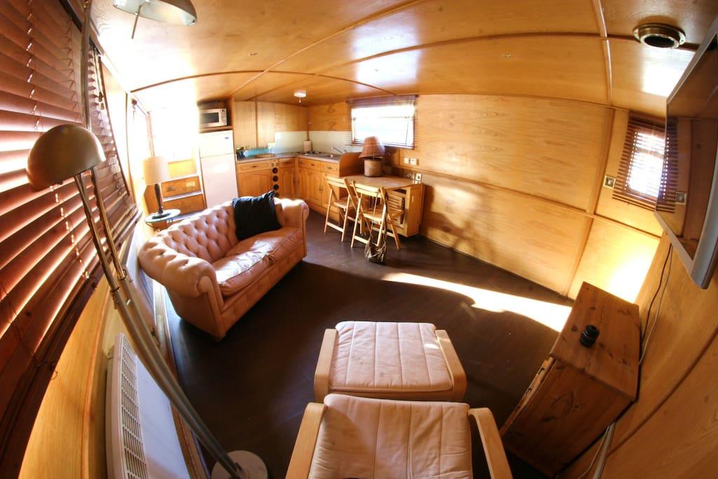 p niche face aux remparts unique bateaux louer aigues mortes languedoc roussillon france. Black Bedroom Furniture Sets. Home Design Ideas