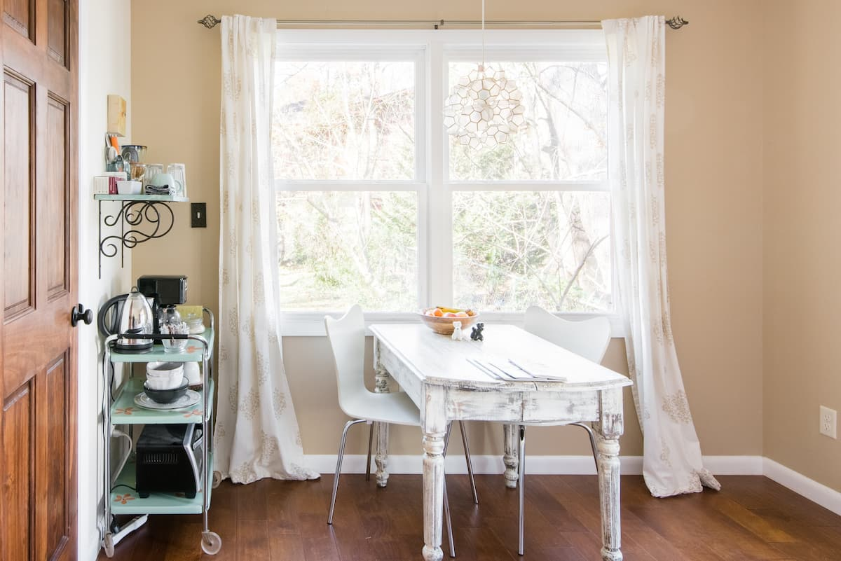 Boutique Room in Tranquil Surroundings Three Blocks to Town