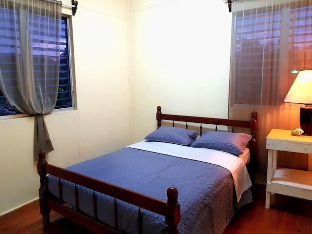 En su estadía podría disfrutar de nuestros nuevos cobertores de cama. / In your stay you may enjoy our new bed covers.