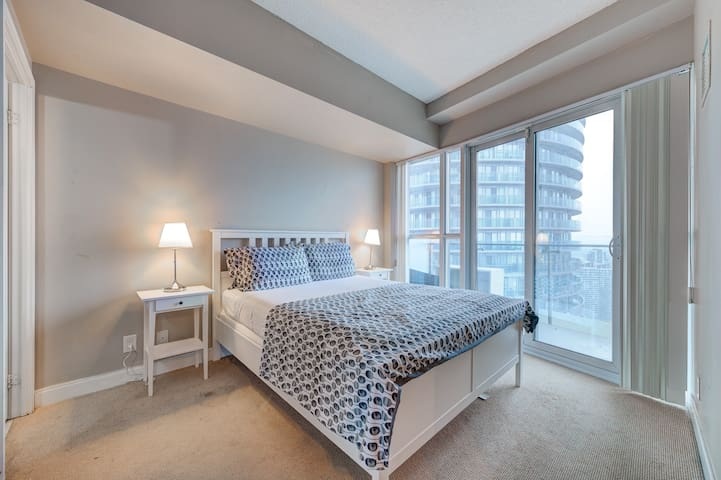 2br Suite on Twin Towers in 50 Absolute Ave