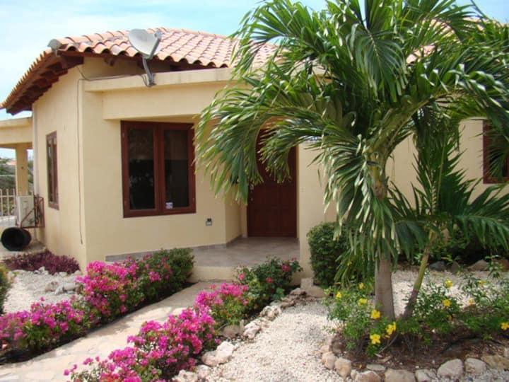 Tennis Club Villa 2 Bedroom w/Pool Walk to Beach
