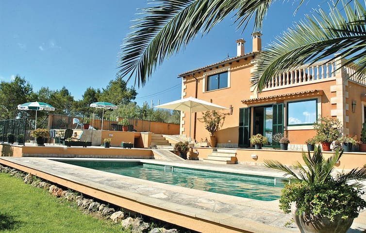 Holiday cottage with 3 bedrooms on 124 m² in Santa Eugenia