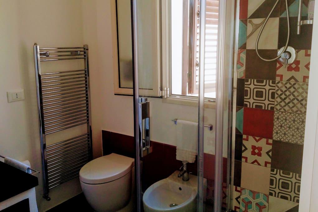 Blue Room - Ensuite Bathroom