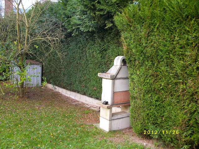 Nice house near Paris airport - Nanteuil-le-Haudouin - House