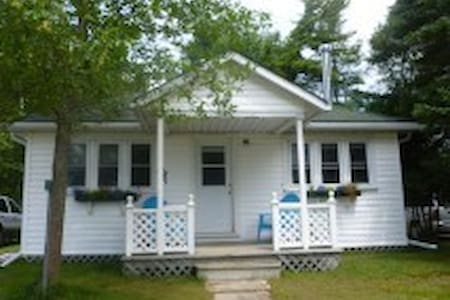 Beach front cottage on beautiful Lake Huron - Srub