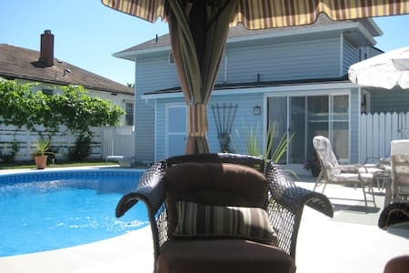 Close to Downtown Penticton - with pool! - Penticton