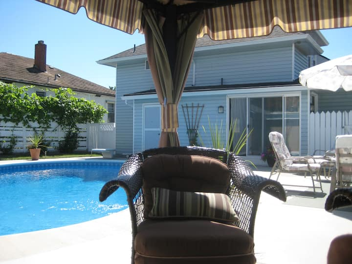Check-in &chill out by the pool-downtown Penticton