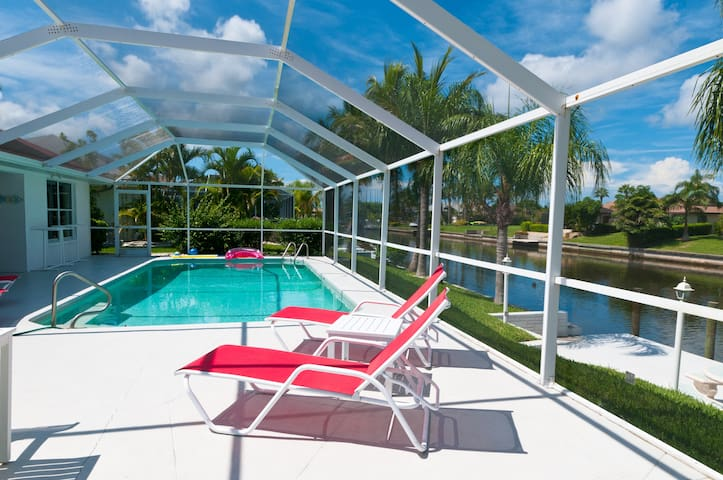 Excellent furnished house on waterfront - Cape Coral - Villa