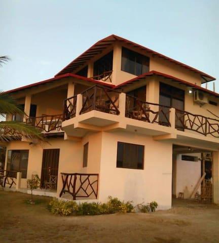 Frente al mar Casa La Playa San Clemente - Manabí - Bed & Breakfast