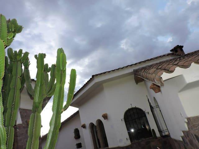 Monte Aguila Saylla Centro de Meditación