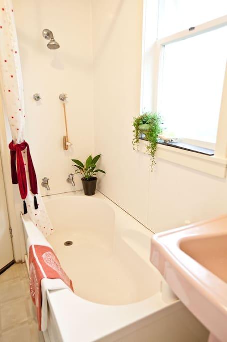 Shower/bath room