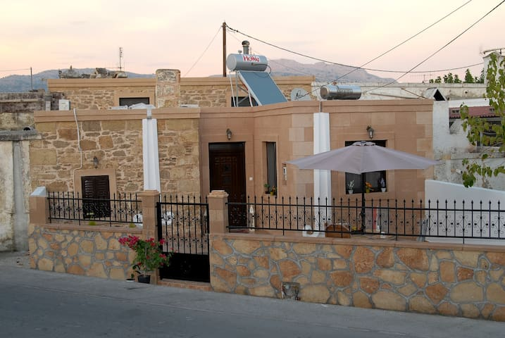 Aphrodite house 3 min to the beach & 10 to Lindos - Rodos - Ev