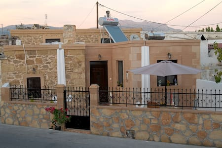 Aphrodite house 3 min to the beach & 10 to Lindos - Родос - Дом