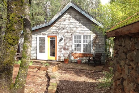 Private Cottage on Organic Farm - Colfax - Bungalow