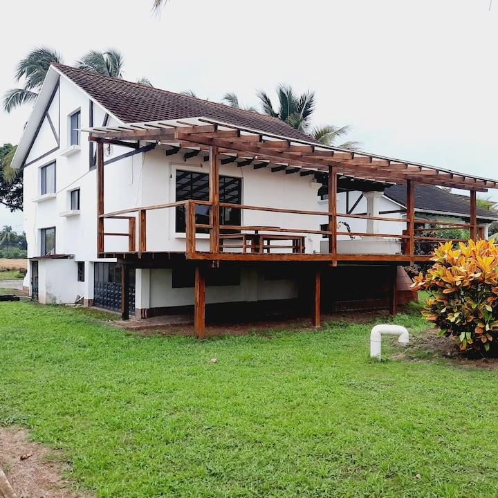 8Amplia y hermosa casa junto al mar
