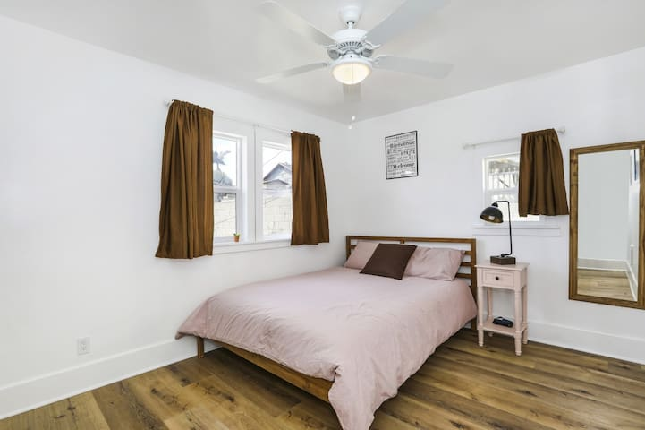 The Pink Room - In a large, clean renovated home