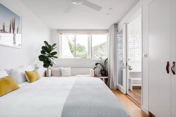 Luxe Guesthouse in Byron Bay, Bask & Stow Sun Suite