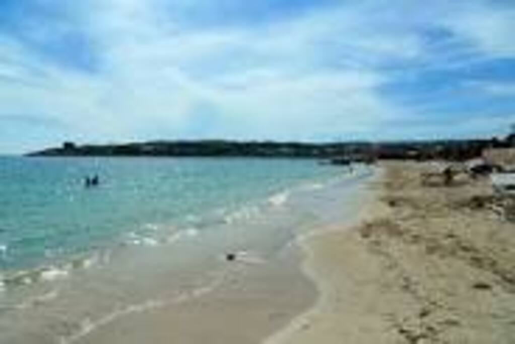 HELLSHIRE BEACH. 5 MINUTES AWAY