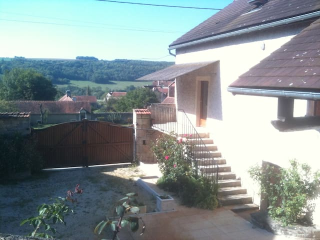 BnB unwind in Burgundy - Quincerot - House