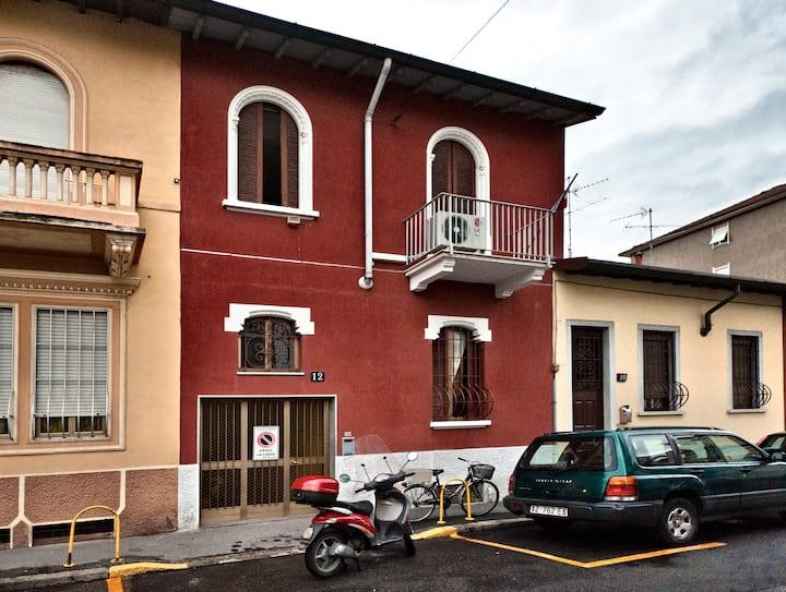 Nice room in a nice villa in Milano