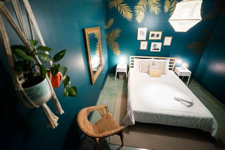 Santurcia Hostel : Private Room - Queen Bed