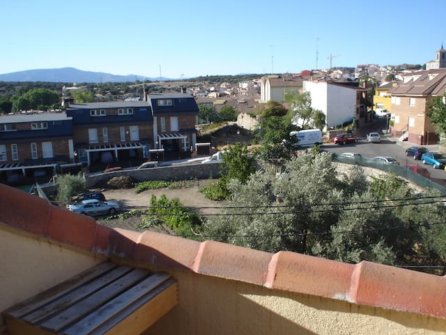 Apartment overlooking the mountains - Valdemorillo - Byt