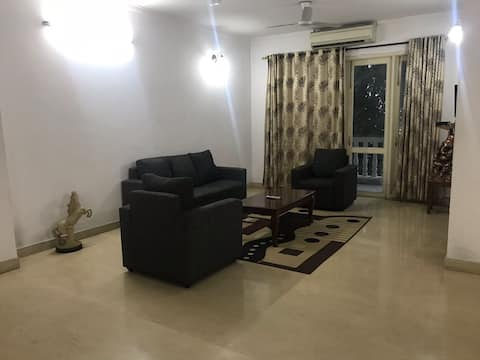 Beautiful  condo for families in Heart of Lucknow