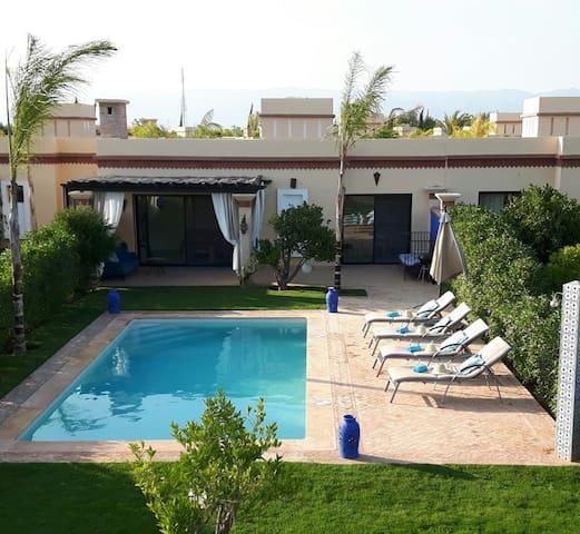 (201 )Dyar Shemsi,  sans vis-à-vis, grande piscine