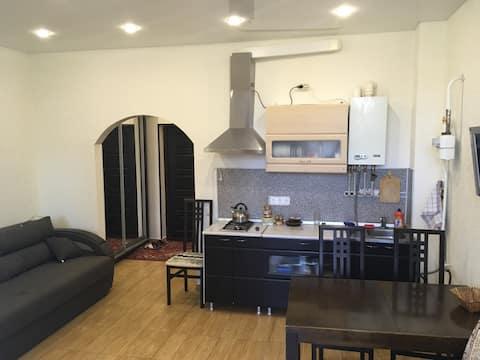 Квартира посуточно в Сочи (Адлер).