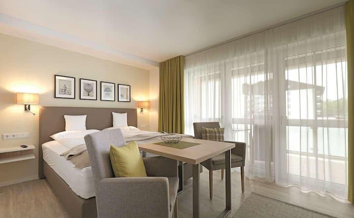 App. Hotel Fidelio (Bad Füssing), Einzimmer-Suiten Typ 3 (32qm) mit Boxspringbett und Südbalkon