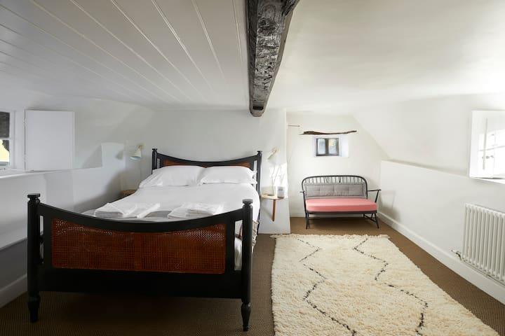 The Compasses Inn - Room 1