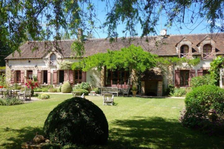 A splendid vast house in Burgundy, 1h from Paris