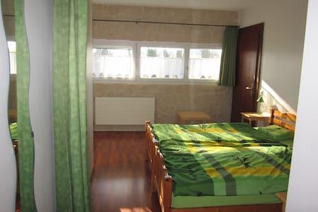 Une chambre  d'hôte à la campagne - Estavayer-le-Lac