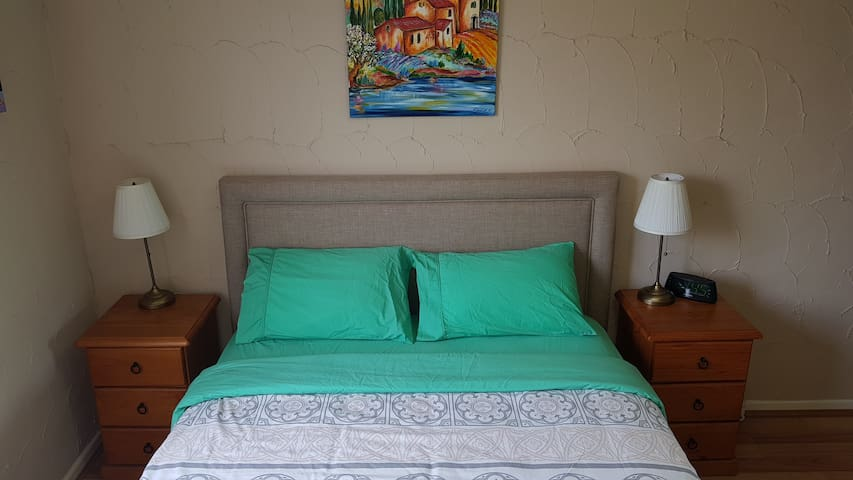1 Bedroom, FREE Bus to City, Air Con (19)