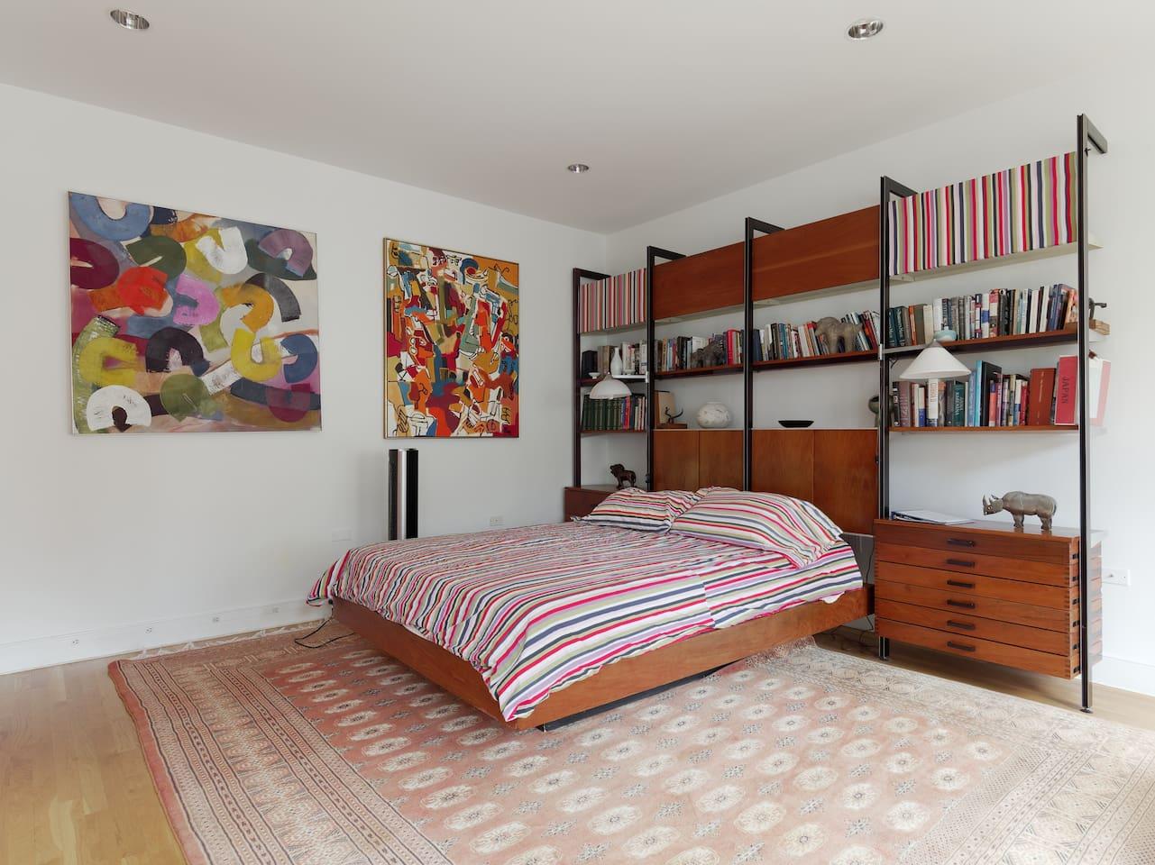 Queen size bed in spacious bedroom