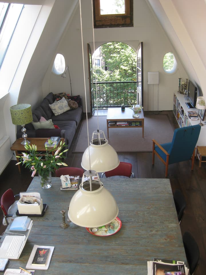 Spacious, modern loft in historic city centre