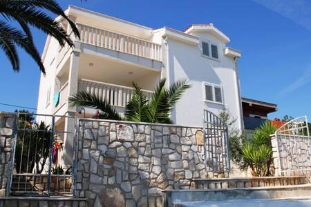 Beachfront Villa Matista-Apt. Stipe - Slatine - Leilighet