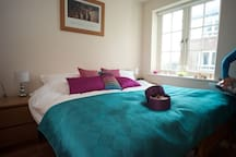 Guest double bedroom - can have 2 single beds or 1 super king size bed