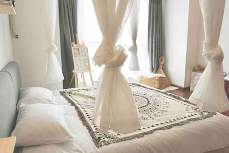 room 1【素·归】经开万达cbd近南湖汽车站 机场 川音 北欧摩洛哥风 超浪漫双人床 密码锁