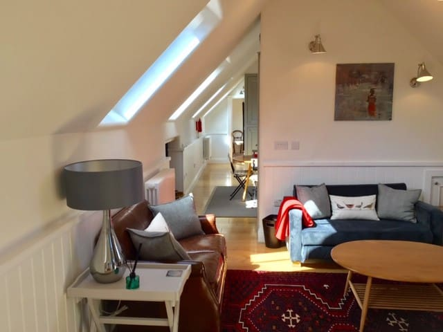 Central Henley: stylish 2bedroom suite and parking