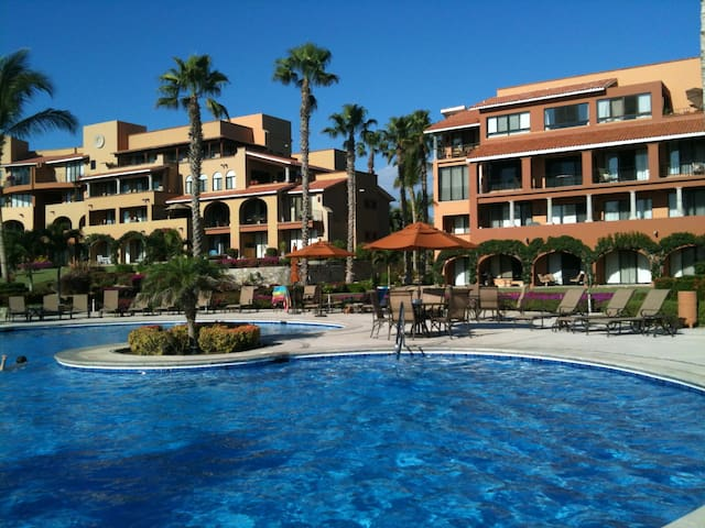 Beautiful Cabo Condo on the water