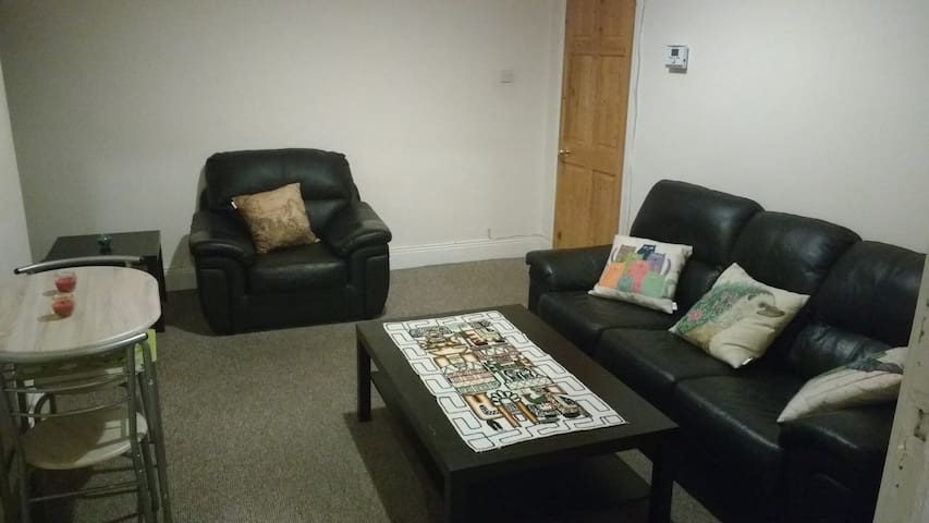 Bright and cosy bedroom on quiet street - Newcastle upon Tyne - Talo