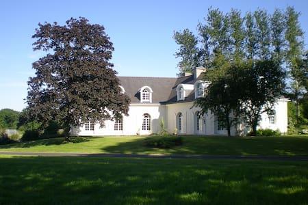 chambres dans une villa de charme - Saint-Agathon